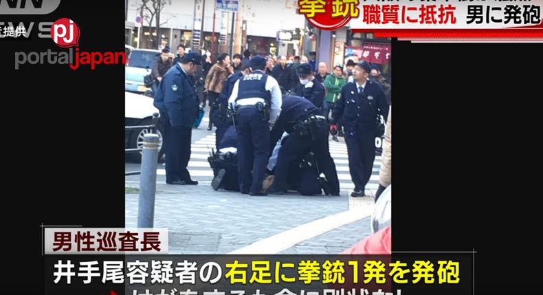 &nbspIsang lalaking may hawak na kutsilyo, binaril ng Osaka police officer