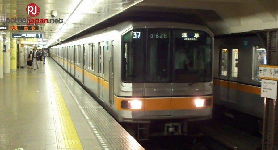&nbspLalaking nasa platform, nahagip ng train matapos makipag-away sa kapwa commuter