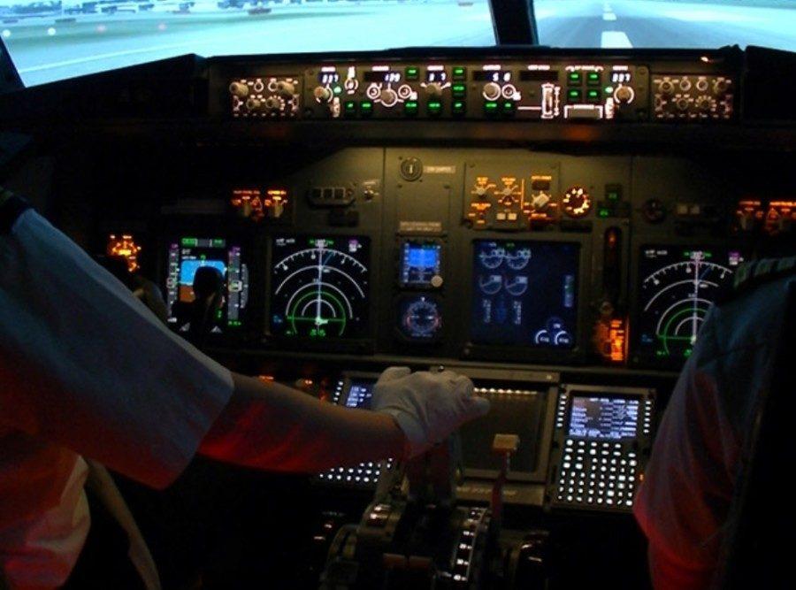 &nbspMag-stay sa flight simulator room sa isang Tokyo Haneda Airport hotel
