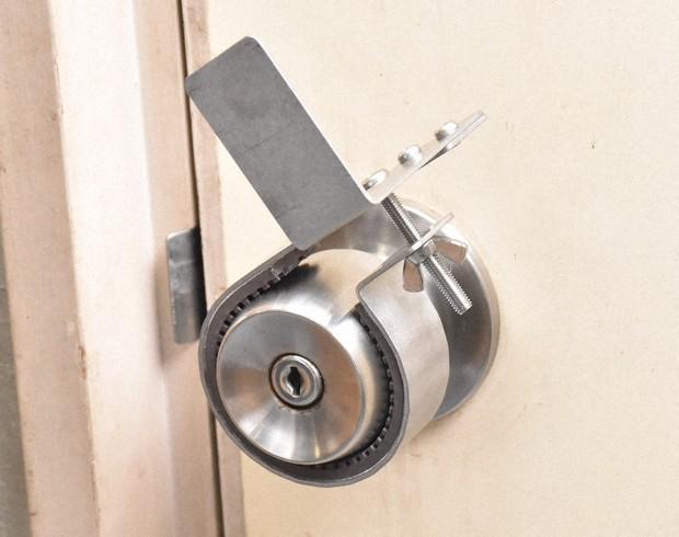 &nbspTouch free na doorknob device naimbento ng isang Japanese firm